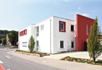 Tierklinik mit viel Bauhaus und erstklassigem Energiekonzept